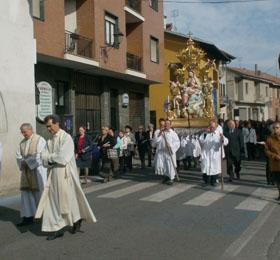 Un momento della processione della Beata Vergine Maria ai giorni nostri